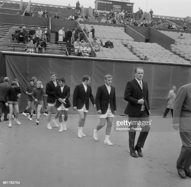 Présentation de l'équipe de France avec Georges Goven François Jauffret Daniel Contet et Patrice Beust lors de la Coupe Davis France Norvège au stade...