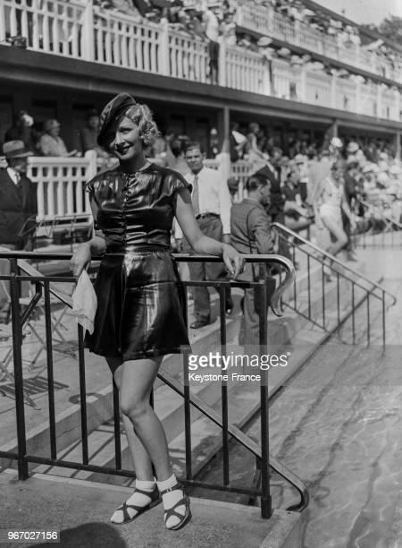 Présentation de maillots de bain et ensemble de plages à la piscine Molitor à Paris France le 18 juin 1934