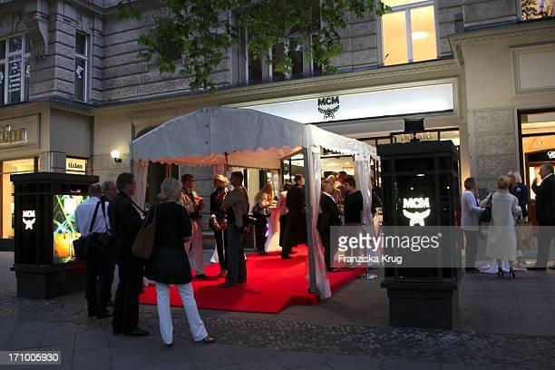 Präsentation Der Herbst-Winter-Kollektion Von Mcm Bei Vogues Fashion'S Night Out In Berlin