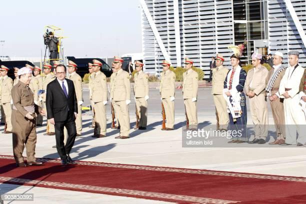 Präsident Francois Hollande wird bei seiner Ankunft auf dem Flughafen in Erbil von Masoud Barzani in Erbil