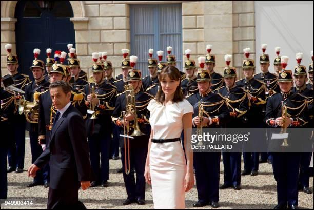 Président Nicolas Sarkozy accompagné de sa femme Carla Bruni Sarkozy à l'occasion des célébrations du 65e anniversaire du débarquement allié en...