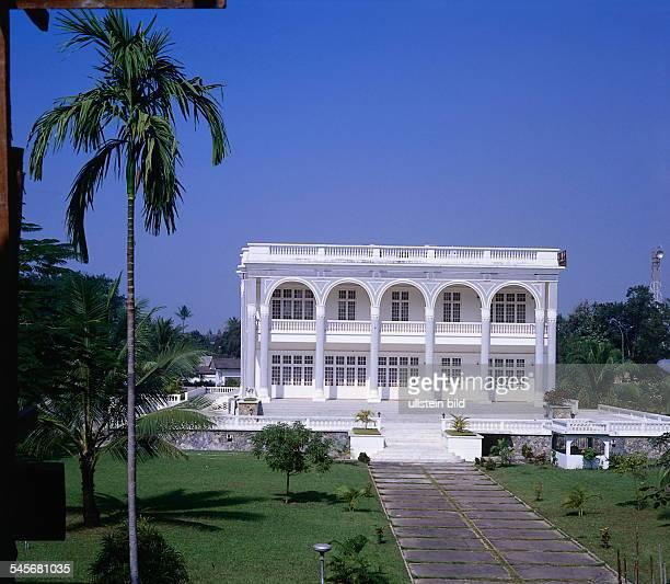 Präsidentenpalast 121996col