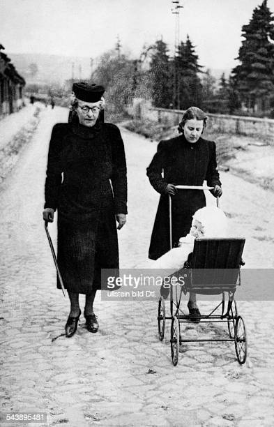 Prussia Queen Hermine of Germany*17121887nee Princess Hermine Reuss of Greiz going for a walk with a secretary and her grandson Fritz of Prussia in...