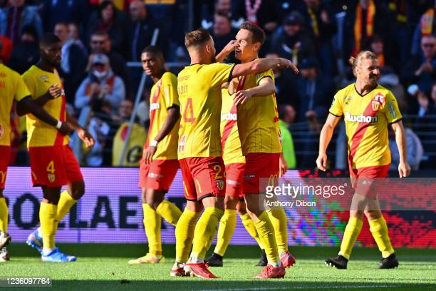 Przemyslaw FRANKOWSKI of Rc Lens celebrates his goal with his team mates during the Ligue 1 Uber Eats match between Lens and Metz at Stade...