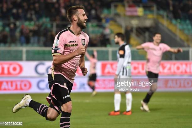 Przemyslaw Szyminski of Palermo celebrates after scoring his team's third goal during the Serie B match between US Citta di Palermo and Ascoli at...
