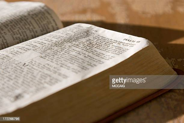 psalms scripture in the holy bible - religion stock pictures, royalty-free photos & images
