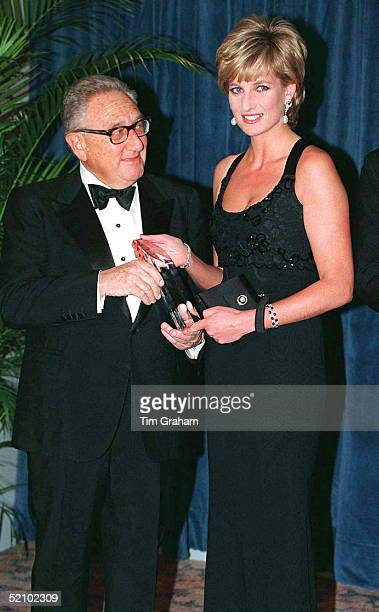 Pss Diana In New York To Receive Her Award As Humanitarian Of The Year From Henry Kissinger At A United Cerebral Palsy Dinner Wearing A Black Evening...
