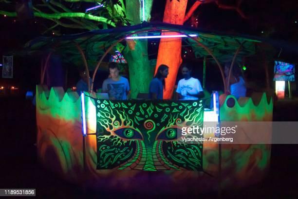 psychedelic trance culture in goa - argenberg imagens e fotografias de stock