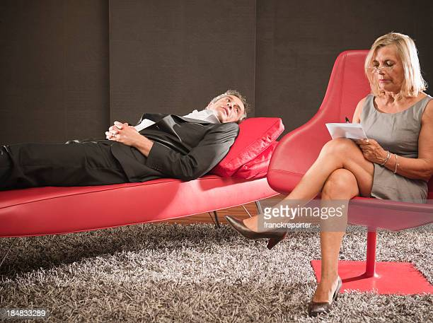 psychiatrist therapy on red sofa - psychiatrist's couch stock pictures, royalty-free photos & images