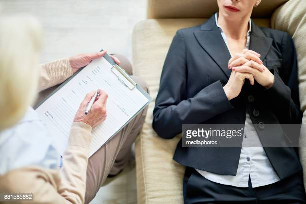 psychoanalysis therapy - psychiatrist's couch stock pictures, royalty-free photos & images