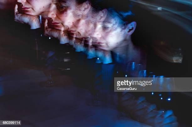miedo y la preocupación crónica psychologial estrés - chica borracha fotografías e imágenes de stock
