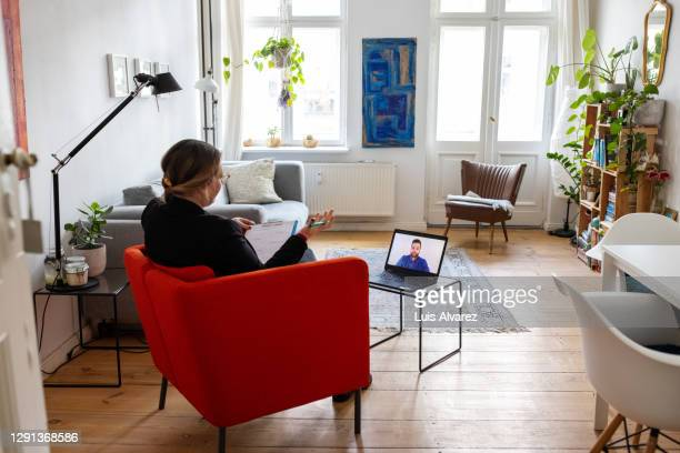 psychotherapist providing support to patient - hot desking stock pictures, royalty-free photos & images