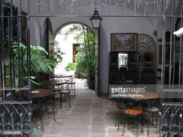 public courtyard in central manila, colonial style, philippines - argenberg bildbanksfoton och bilder