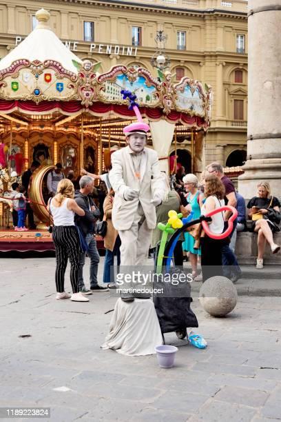 """openbare entertainer in de straten van florence italië - """"martine doucet"""" or martinedoucet stockfoto's en -beelden"""