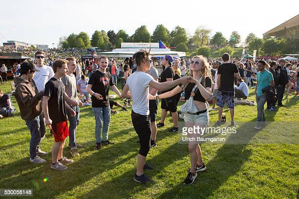 Public festival RheinImpulsFestival in Bonn Rheinaue Leisure Park Dancing teenagers