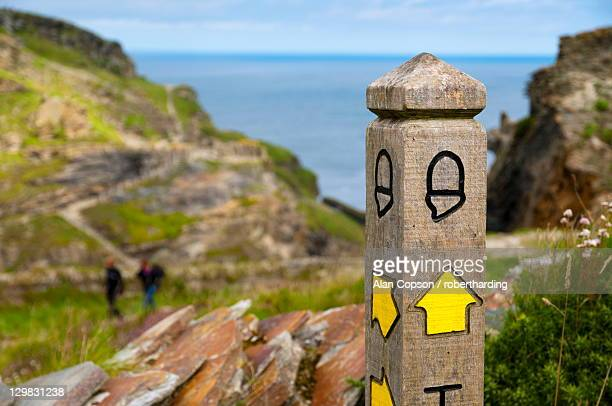public footpath sign, tintagel, cornwall, england, united kingdom, europe - alan copson stock pictures, royalty-free photos & images