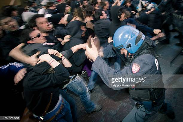 CONTENT] Public riot during the strike against the Minister of the Interior Maroni in Bologna