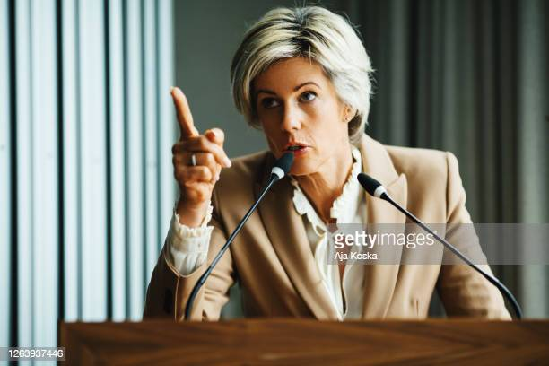 öffentliche rede. - verteidiger jurist stock-fotos und bilder
