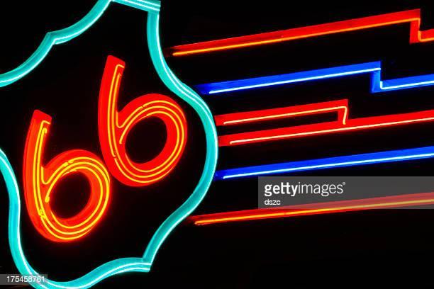 Rua pública de néon route 66 sinal à noite em Albuquerque