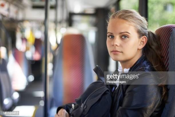 transporte público é o caso de ela pretender go - sentar se imagens e fotografias de stock