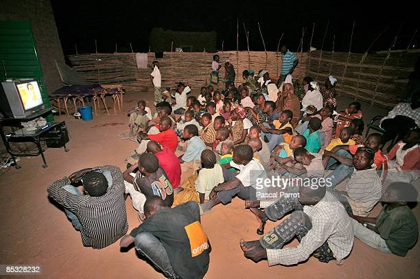 A public TV broadcast in Kanazi Niger The village of 350 people at 30 kilometers downstream Niamey is the only inhabited island of the Niger river...