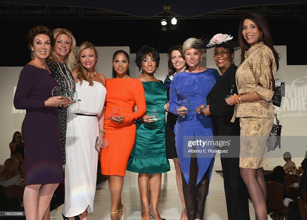 Lupus LA 10th Anniversary Hollywood Bag Ladies Luncheon : Fotografía de noticias