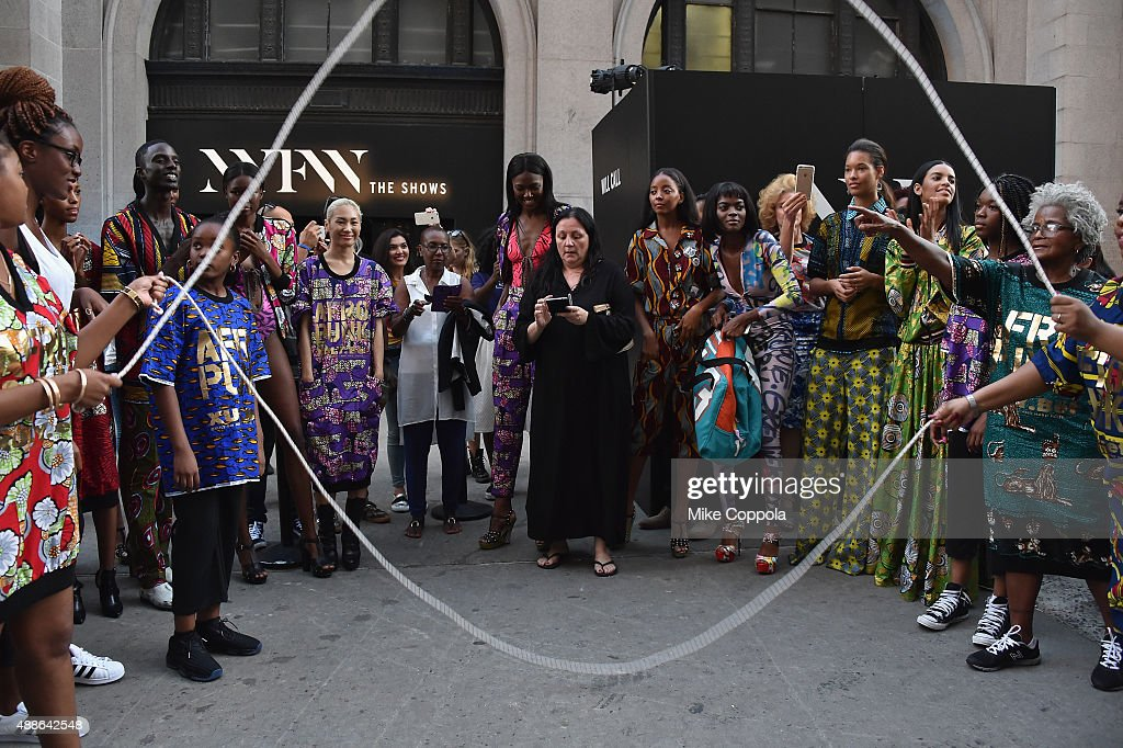 Seen Around Spring 2016 New York Fashion Week: The Shows - Day 7 : News Photo