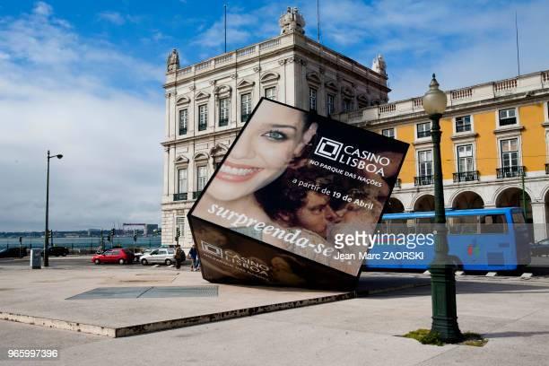 Publicité monumentale place du commerce Lisbonne Portugal le 20 avril 2006