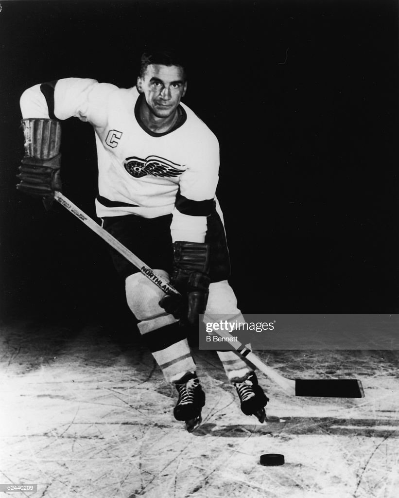 Portrait Of Ted Lindsay : News Photo