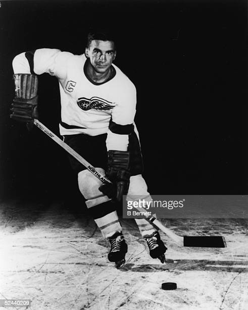 Publicity portrait of Canadian hockey player Ted Lindsay of the Detroit Red Wings 1950s