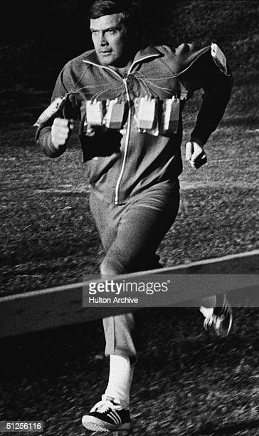 Publicity Still Of American Actor Lee Majors As Colonel Steve Austin Running In A The Six Million Dollar Man People Lee Majors