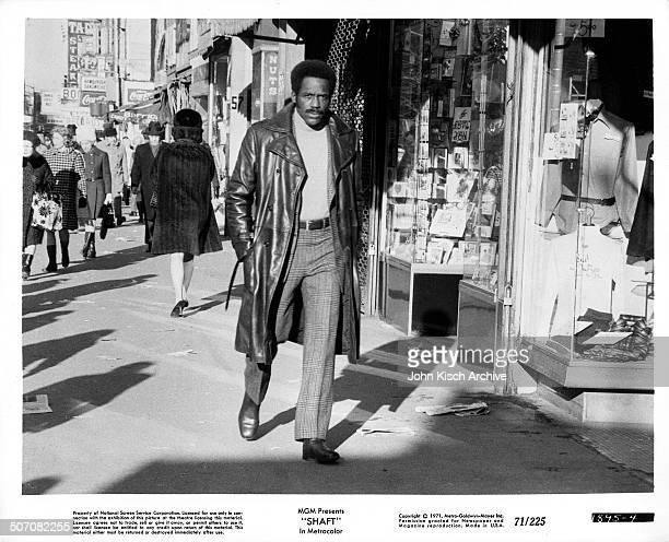 Publicity still portrait of American actor Richard Roundtree in the blaxploitation crime drama 'Shaft' , 1971.