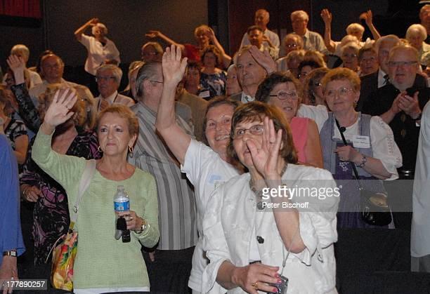 "Publikum, Deutsch-Texanisches Musikfest, ""Brauntex Theatre"", New Braunfels , Texas, Nordamerika, USA, Amerika, klatschen, Applaus,. Applaudieren,..."