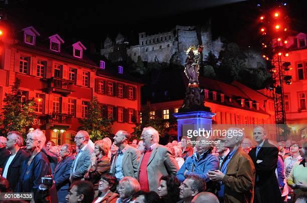 """Publikum, ZDF-Musikshow """"Ich habe mein Herz an Heidelberg verloren"""" beim Heidelberger """"Herbstfest"""", Auftritt von A n d r e R i e u und seinem """"J o h..."""