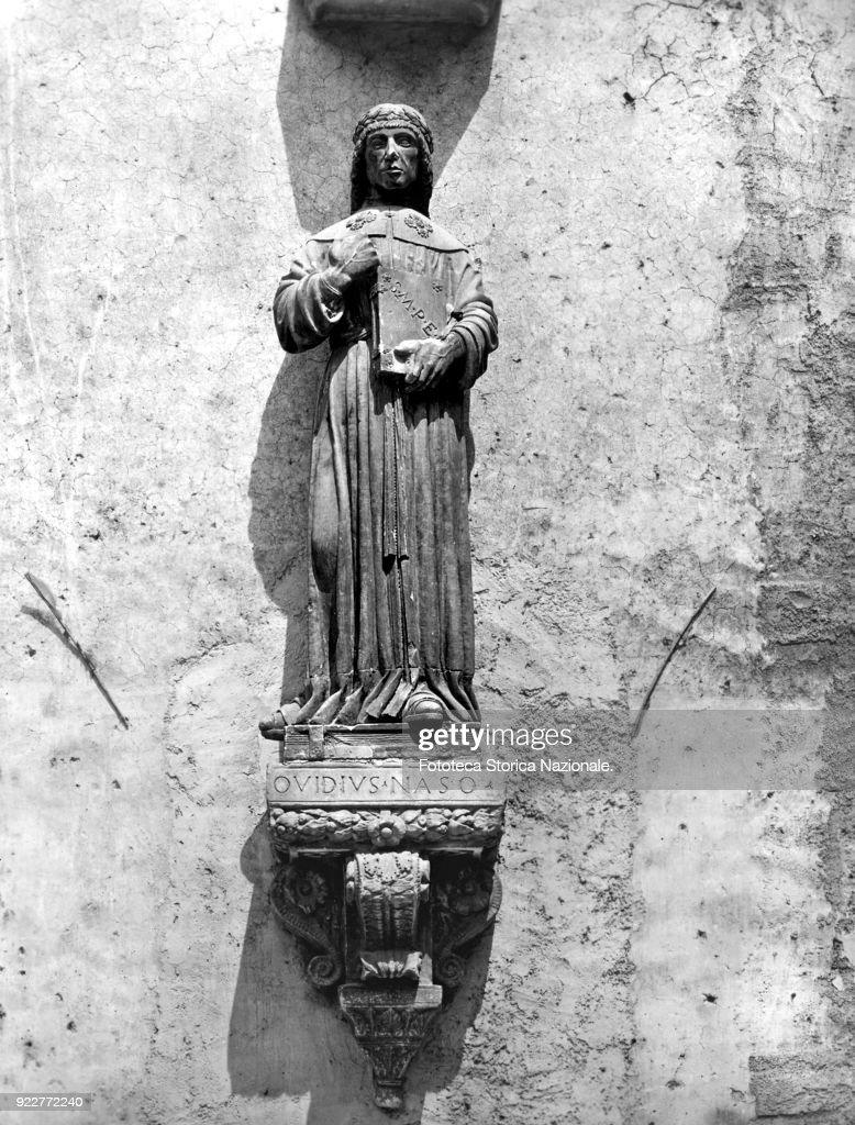 Publio Ovid Nasone (43 BC-17 AD) Latin elegiac poet of Sulmona. Statue of medieval age situated in the native city, Sulmona (L'Aquila). Photograph by Elena Piccini, Italy, Sulmona (L'Aquila) October 10, 2002.