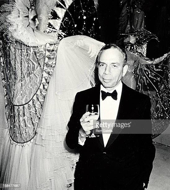 Publisher SI Newhouse Jr attending 'A Decade of Literary Lions Benefit Gala' on November 8 1990 at the New York Public Library in New York City New...