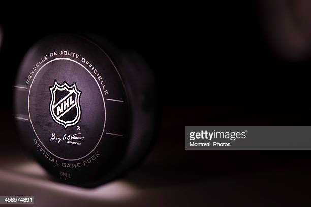 nhl puck - hockey puck stock pictures, royalty-free photos & images