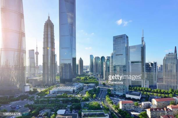 pudong lujiazui financial district at sunset, shanghai, china - pudong - fotografias e filmes do acervo