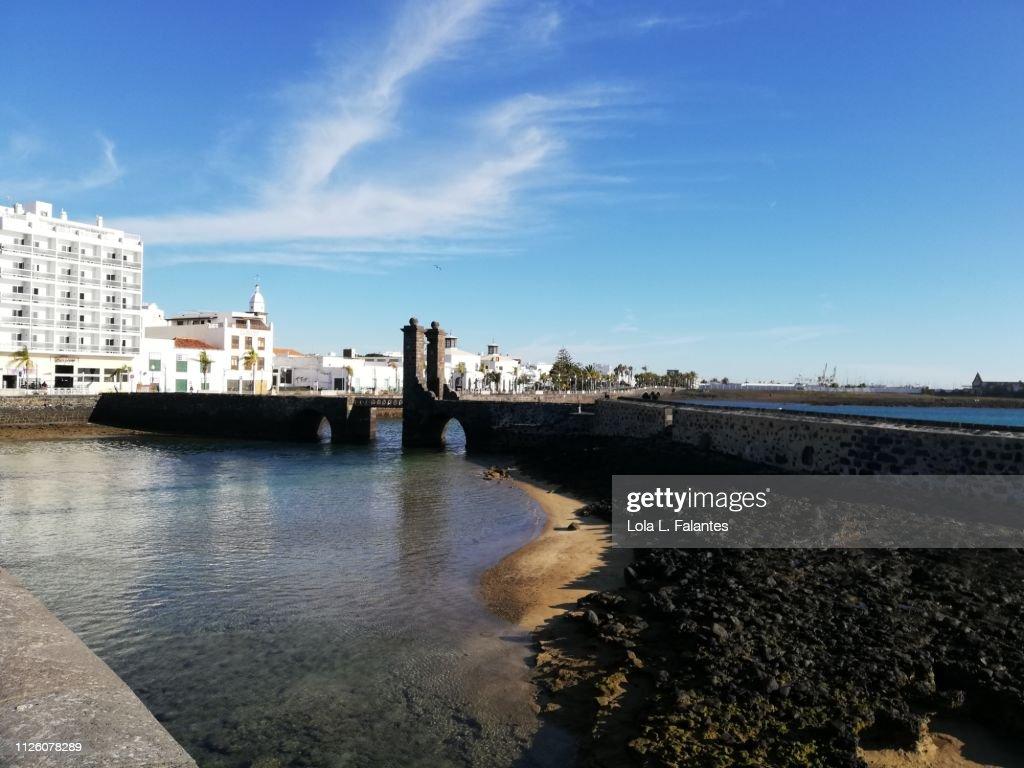 Puente de las bolas, Arrecife : Foto de stock
