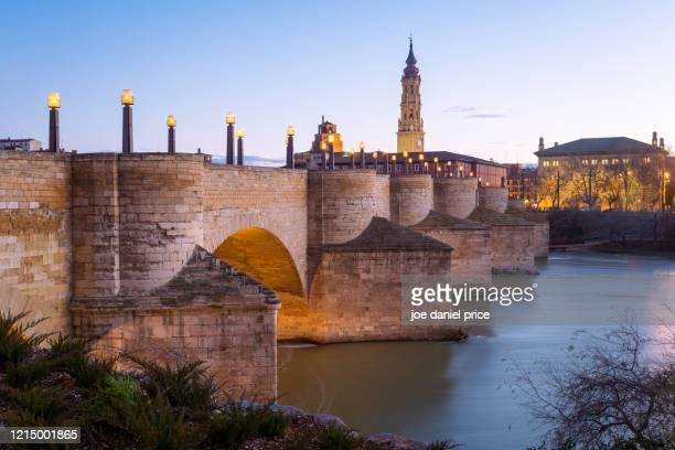 puente de piedra, zaragoza, aragon, spain - jerez de la frontera fotografías e imágenes de stock