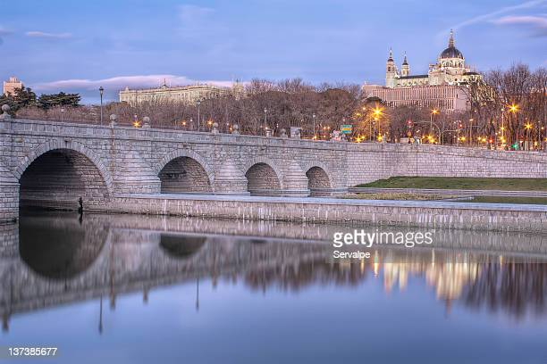 puente de segovia reflections - royal cathedral stock pictures, royalty-free photos & images
