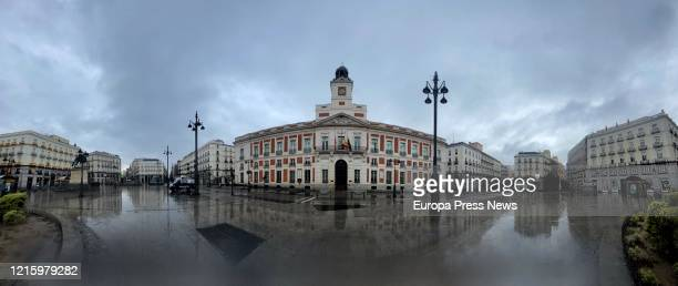 Puerta del Sol appeares flooded as temperature in Madrid has dramatically fallen and snow and winter time has appeared on the third week of...