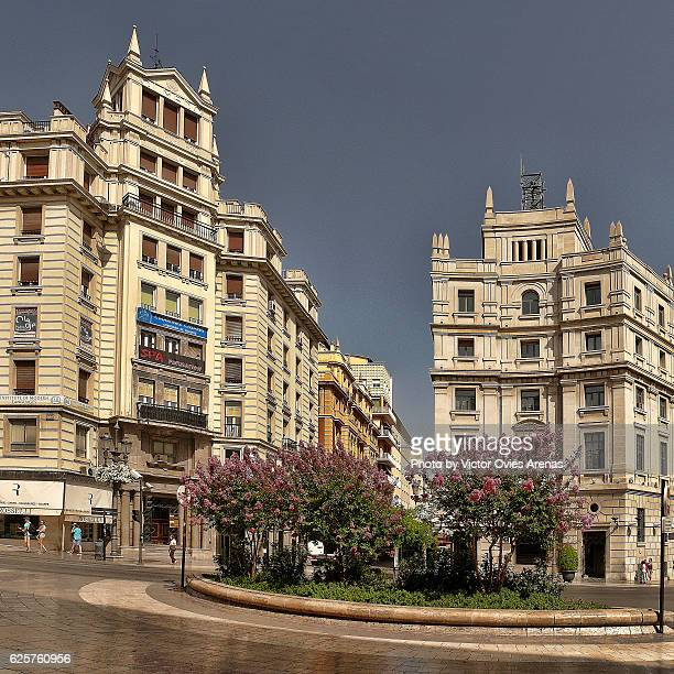 puerta real square and the post office building in granada centre, andalusia, spain - victor ovies fotografías e imágenes de stock