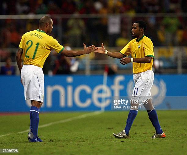 Brazil's footballer Robinho leaves the field and is replaced by Afonso during their Copa America 2007 quarterfinals match 07 July 2007 in Puerto La...