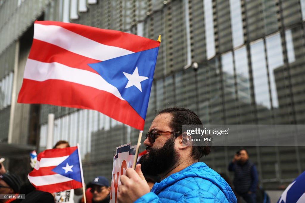 Activists Rally At FEMA Office In NYC For More Aid For Puerto Rico : Foto di attualità