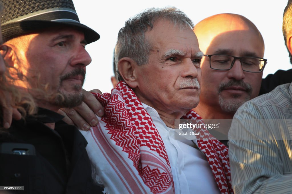 Puerto Rican nationalist Oscar López Rivera (C) is greeted by supporters on May 18, 2017 in Chicago, Illinois. López, who once lived in Chicago was released from federal custody yesterday, his prison sentence being commuted by President Barack Obama before he left office. Lopez was one of the leaders of the Armed Forces of National Liberation (FALN), a Puerto Rican group that claimed responsibility for more than 100 bombings at government buildings, department stores, banks and restaurants in New York, Chicago, Washington D.C. and Puerto Rico during the 1970s and early 1980s.
