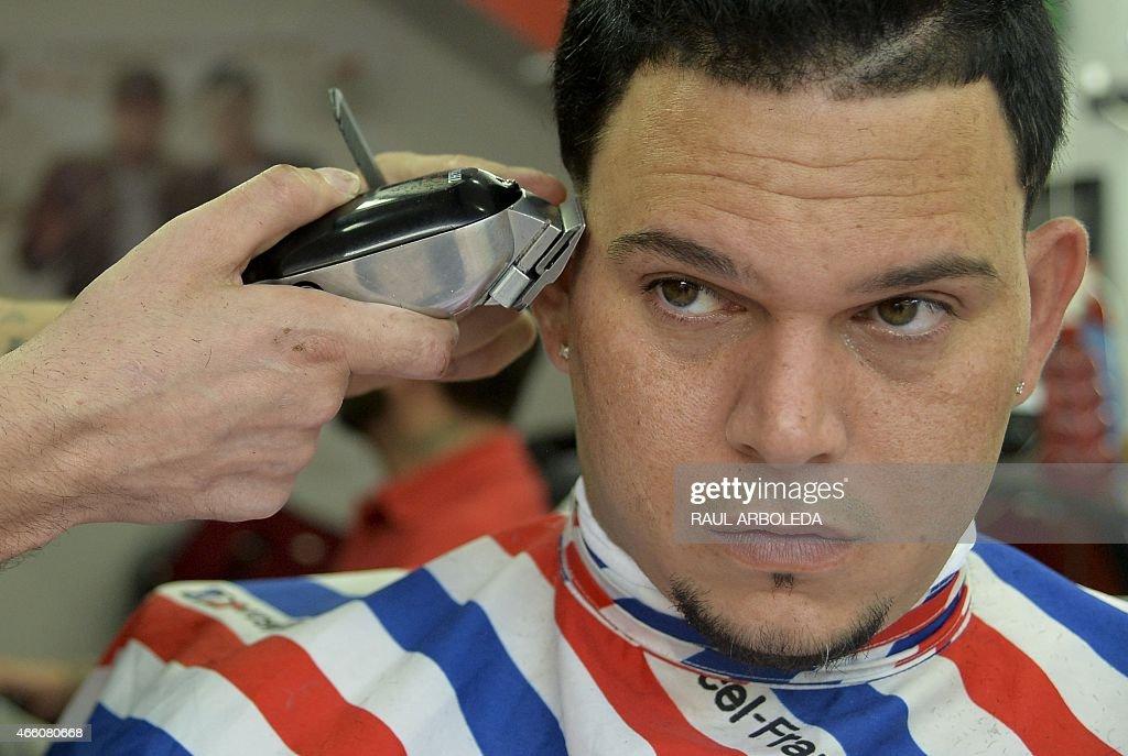Puerto Rican Singer Kenai La Voz Has A Haircut In Medellin