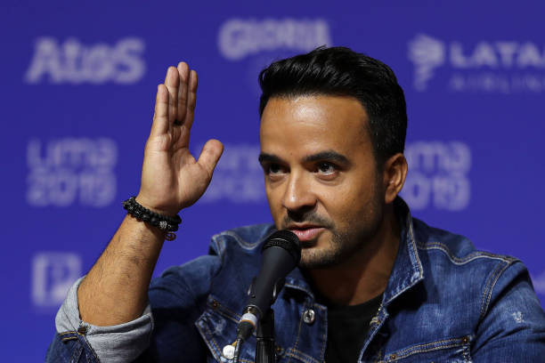 PER: Luis Fonsi Press Conference in Lima