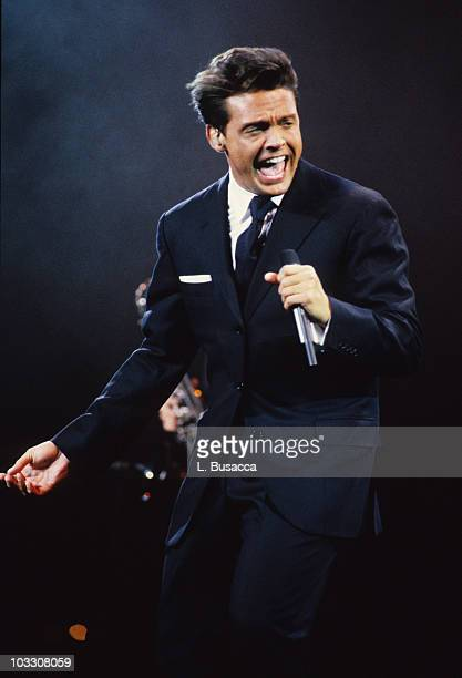 Singer Luis Miguel performs in concert circa 1987 in New York City