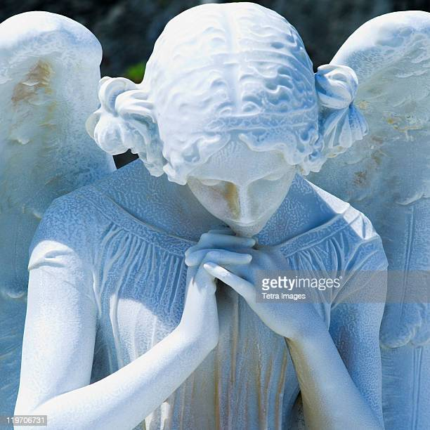 puerto rico, old san juan, santa maria magdalena cemetery, close-up view of praying angel statue - angel of death foto e immagini stock